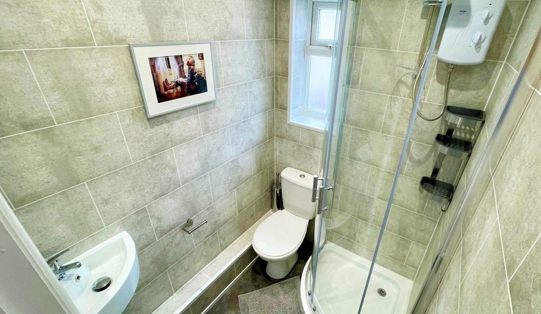 37 Shower Room